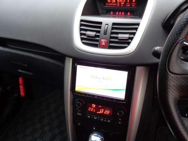 パイオニア社製カロッツエリア、埋込式ETC連動型ナビゲーション・CD/DVDオーディオマルチメディア。ETCに連動して高速料金等の画面を表示、AVコンテンツも多才車内スピーカー高音質でお楽しみ頂けます
