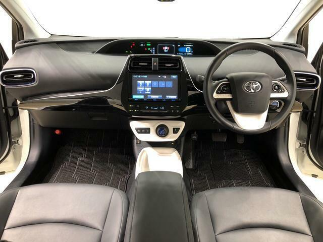 見易い計器類と運転し易いドライビングポジションは、視角も少なく前方&左右の見切りが良く運転し易いクルマです。