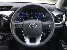★革巻きステアリングが車内の高級感を演出!