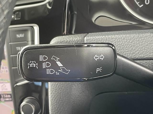 車線逸脱警告やプリクラッシュブレーキシステムも装備。安全性能にも定評がございます。