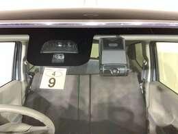 シティブレーキアクティブシステムで、衝突の回避・軽減。前方に障害物がある場合の急発進を抑制します。さらに安心のドライブレコーダーを装備。
