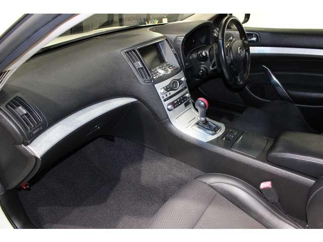 内装ルームクリーニング・抗菌処理済み。自信を持ってオススメできるお車です。