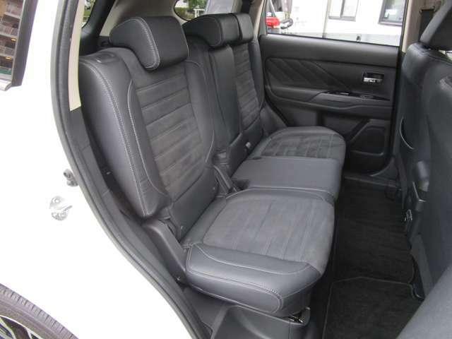 後席の足元も十分な広さを確保