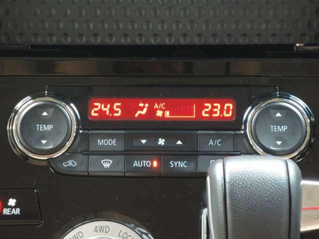 エアコンは左右温度調節ができるタイプです。