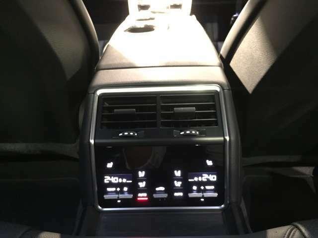 後席も快適に乗車できるように、細かな設定も可能です。