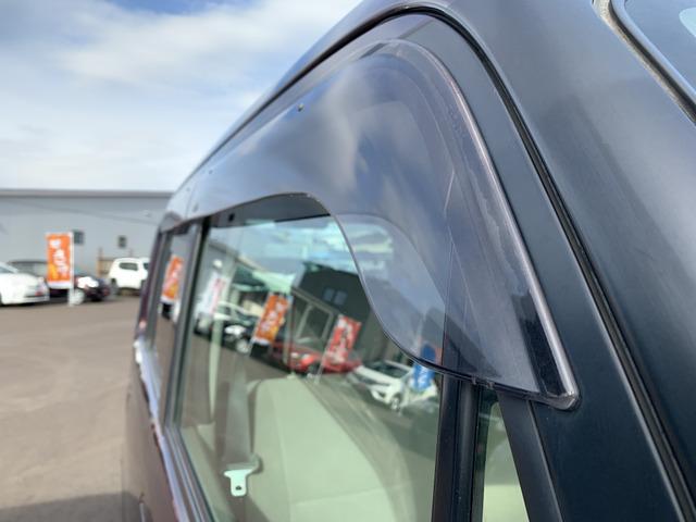 当社は下取や買取で入庫したお車を専門スタッフにより各部を点検し消耗品を交換します。その後エンジンルームの洗浄や外装の磨き、内装の除菌清掃をし販売いたしますので車両の状態を把握しております。