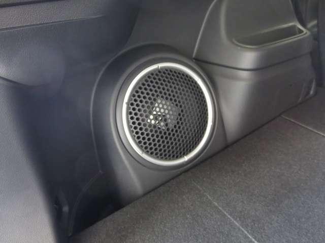 音響効果に優れたロックフォードステレオが装備されています。