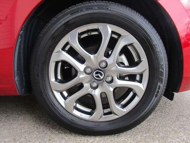 純正アルミを装備しております!社外アルミやスタッドレスタイヤ、サマータイヤの履き替えなどもご相談ください!