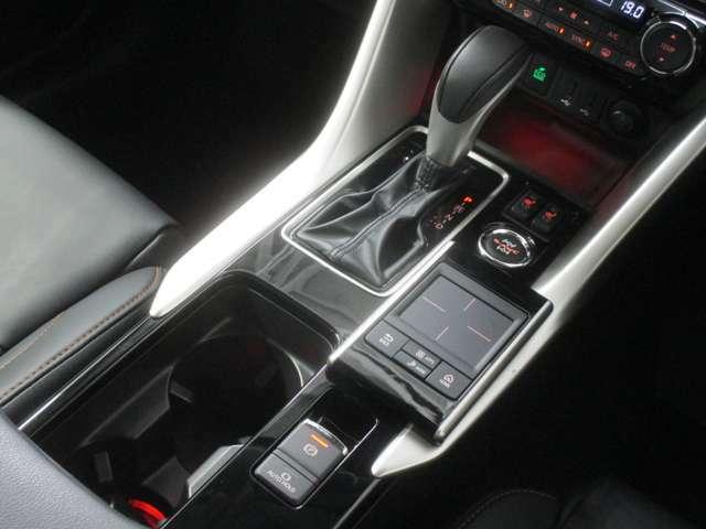 8速スポーツモードCVTは、ハンドル部のパドルシフトでハンドルから手を放さずにシフトアップ・ダウン操作が出来ます。 エンジンブレーキなどの際に便利な機能です。