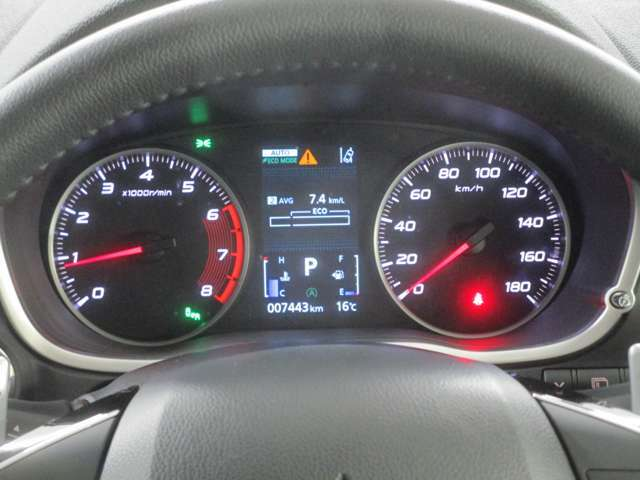 多彩な車両情報を表示!メーター中央にレイアウトされ4.2インチの大型カラー液晶ディスプレイに、S-AWCや燃費情報などの情報をカラーで見やすく表示します。