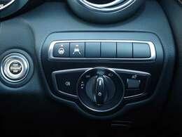 すべての操作系は人間工学に基づいてドライバーに向かって精緻にレイアウト。