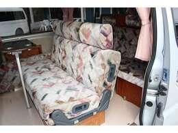 運転席・助手席は回転シートになっております♪