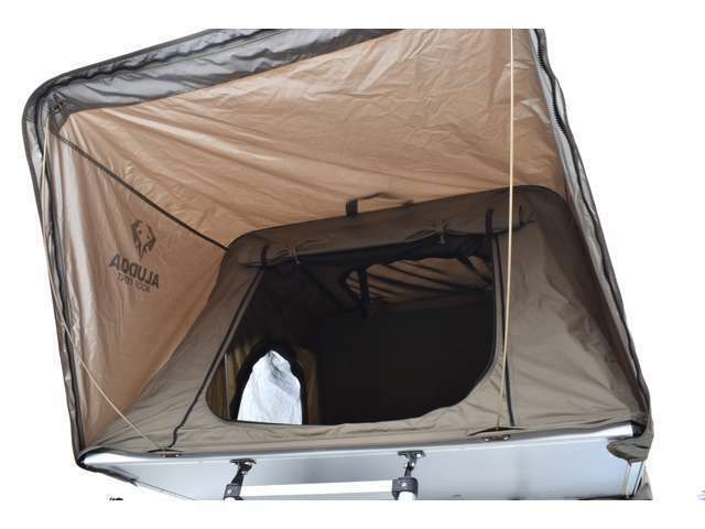 あっという間にテントが出せるのがルーフテントの魅力!