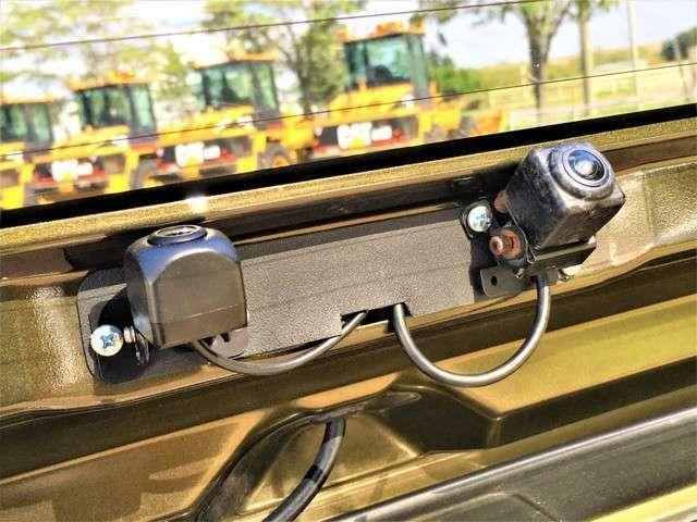 アルパインのバックカメラとドライブレコーダーのカメラの2個付きです。