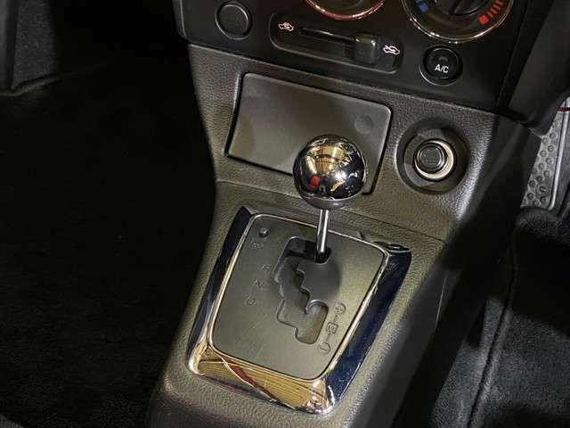 電動オープン動作OK/シートヒータ/ワンオーナー/HIDヘッドライト/オーディオ/赤黒シートデザイン/ETCすね。