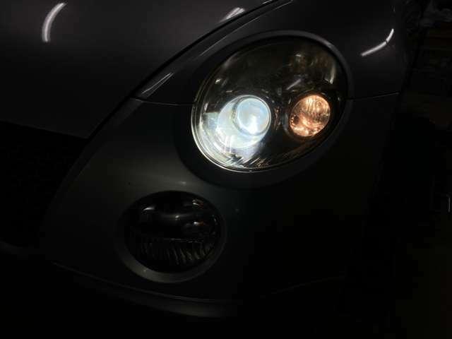ヘッドライトはHIDです!夜間のドライブも明るく安心ですね。