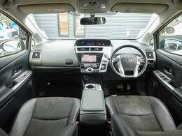 車内も黒のハーフレザーシートで、高級感があります!もちろん!ドライブ装備も充実☆SDナビに地デジTV・走行中も視聴可能!BT/USB音楽・充電にBカメラやETC・クルコンと一通り揃っており文句無の装備