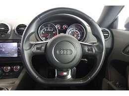 ご来店が難しいお客様もご安心下さい。自社での査定に加え、第三者機関に委託し、車両の鑑定を行っております。付きのお車になります。