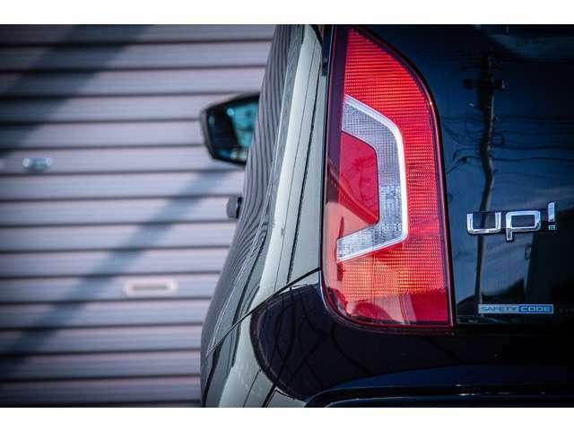 ヘッドライトレンズ同様、テールレンズのコンディションも非常に良いです。非常に視認性の高いデザインは安全性にも富んでおります。