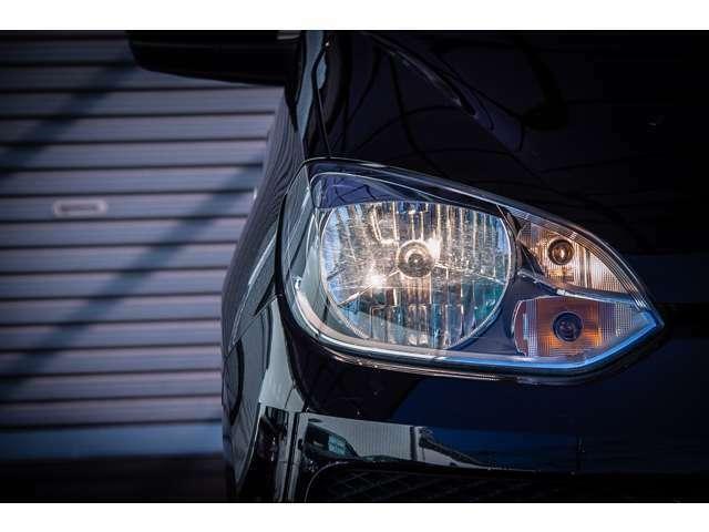 ヘッドライトレンズのコンディションも良好です。ヘッドライトバルブには光度の高いハロゲンバルブを採用しております。