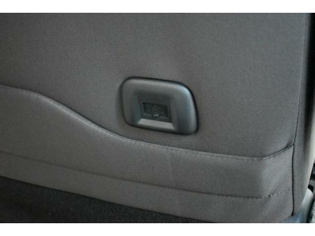 スマートフォンやタブレット末端を充電できるUSBソケットを助手席シートバックに装備♪