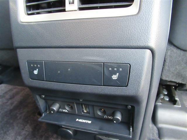 HDMI・ヘッドフォンを接続可能です。