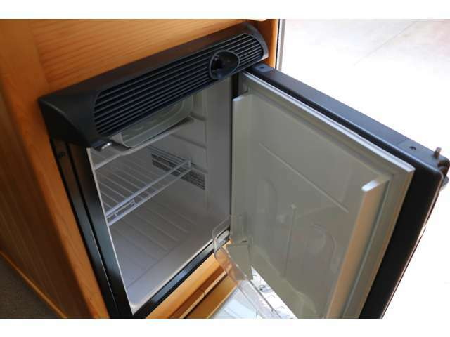 40リッターDC冷蔵庫装備♪