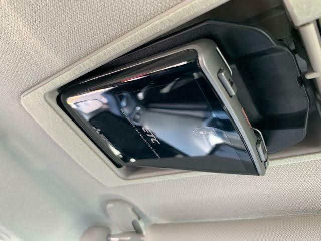 もはや必需品となりつつあるETCは、運転席のバイザーの裏側にございます☆使わないときは閉まっておけますので、スマートにご利用いただけます!