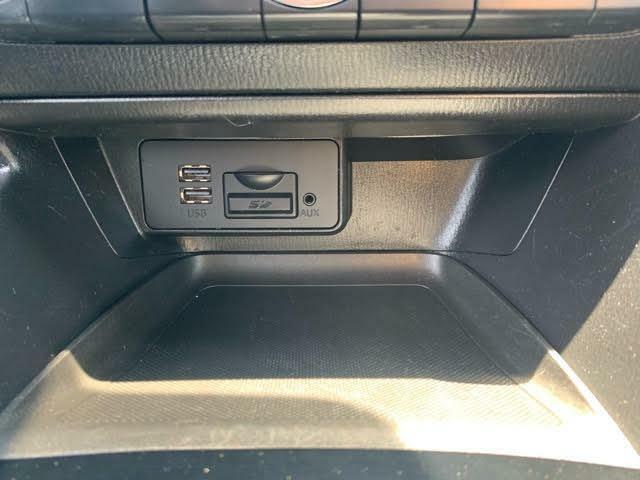 こちらの車両はCDの装着がございません!後付けできないのでご注意を。USBとBluetoothは標準搭載です♪