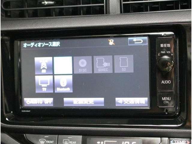 「ワンセグ」よりもきれいな映像の「フルセグTV」を視聴することが可能です。でも、走行中は危険なので、車両停車時にお楽しみくださいね。