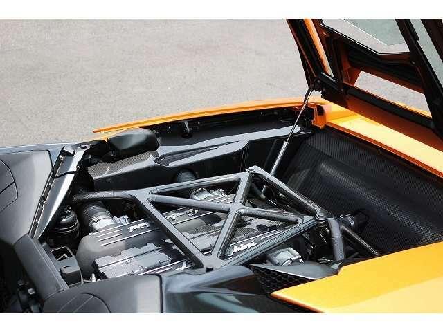 エンジンルームも綺麗な状態で保たれております!!排気量6500cc!!