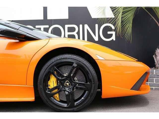 フロントリフティング装備されておりますので、車高の気になる箇所では簡単に車高を上げる事が出来ます。