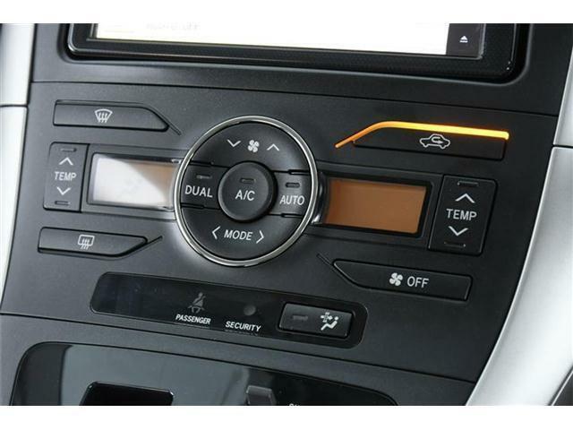 デュアルオートエアコン搭載!ワンタッチで車内の温度調節が可能です♪