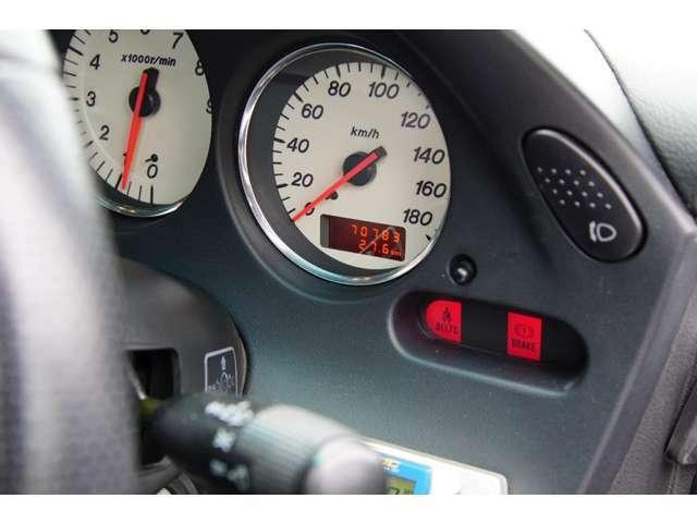 オドメーターは70,700km台を刻んでいます。