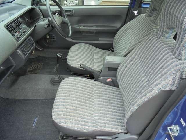 助手席側も使用感なく綺麗です!! 同乗者の方にも気持ちよく乗っていただけます!!