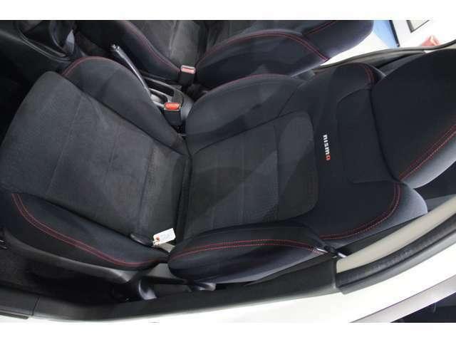ニスモ専用シートがしっかり体を支えてくれるので、長距離でも疲れませんね♪快適なドライブをお楽しみください☆