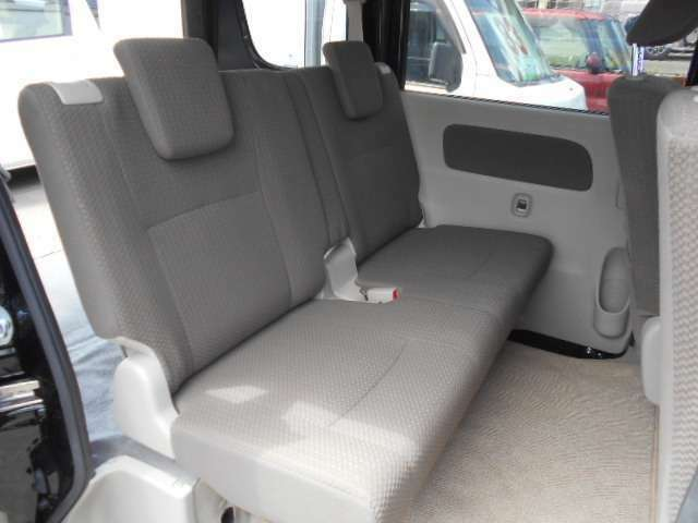 後部座席です♪広くてゆったり座れます