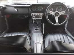 ■「S800」のコックピット!「S500」「S600」も基本的に同じデザインですが、S800では黒塗りとなりメーターパネル・ウッドステアリングは全車に標準装備となりましたが、現車は本革巻きステアリング(社外品)です。