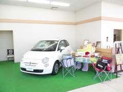 明るく開放的な店内なのでゆったりとした空間でお話も出来ます!!アクリルボード設置済みです!!