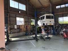 自社工場も完備しておりますので、車検・整備もお任せください。