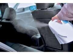 展示車は勿論、試乗車、整備でご入庫の車両など、全車、常時、専用の噴霧器で除菌をしてクリーンな状態を維持しております。