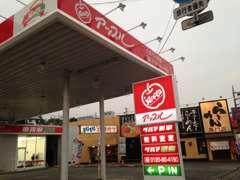 ご来店の際は、こちらの赤い看板が目印です!!お客様駐車場も完備しておりますのでお気軽にご来店下さい!!