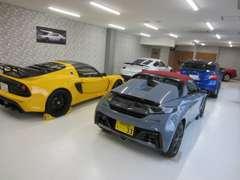 展示場と別に、エアコン・除湿付車両倉庫を完備。在庫車・納車待ちのお車も、大切に屋内保管しています。全車保証付!