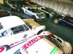 ☆第2ショールーム☆ 工場上の3階にあります。すべての車が屋内に展示してあります。