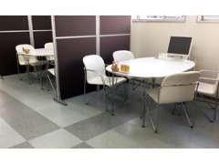 広々した店内で、たくさんのお客様をお迎えできるよう多くの席をご用意しております