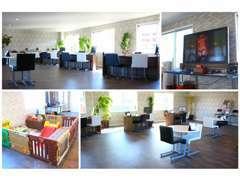 明るく開放的な商談スペースにはテレビやキッズスペース等のご用意も御座います。