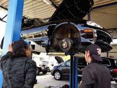 ◇販売・車検・整備・何でも対応できる専門スタッフ・整備工場を完備しておりますのでご安心ください!
