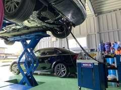 ATF、CVTフルード交換マシーンのトルコン太郎完備!安全にお車のミッションフルードを交換いたします。