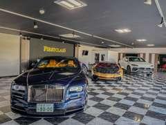 店内の展示車両はRolls-RoyceをはじめLamborghiniやGT-Rなど高級車やスポーツカーなども展示販売しております。