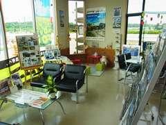 明るい店内からは天気が良いと那須山が一望できます。作業の待ち時間もゆっくりおくつろぎできます!